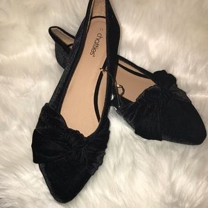 Chattie Ladies Black Velvet Flats with Bow NWT